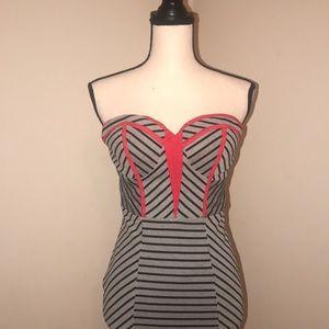 ❤️🖤🏁Arden B Strapless Dress.  Women Size XS